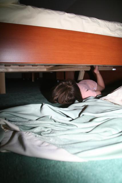 Spanje pod posteljo