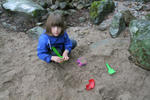 Obvezna oprema v nahrbtniku so igrače za pesek