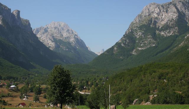 Že takoj na začetku se odpre prelep pogled na dolino